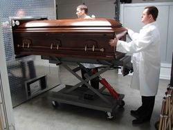 Le respect dû aux morts se perd au Québec et ailleurs dans le monde... - Page 3 WitnessCremation
